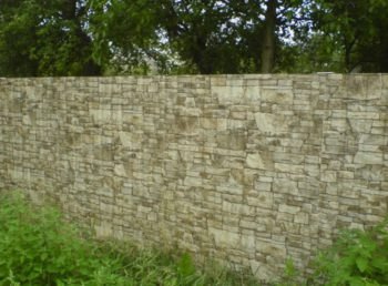 Забор из профнастила под камень в Серпухове