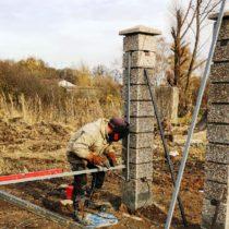 Забор с откатными воротами и калиткой, декоративные столбы в Серпухове